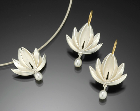 Lotus With Pearl Drop Pendant & Earrings: Silver