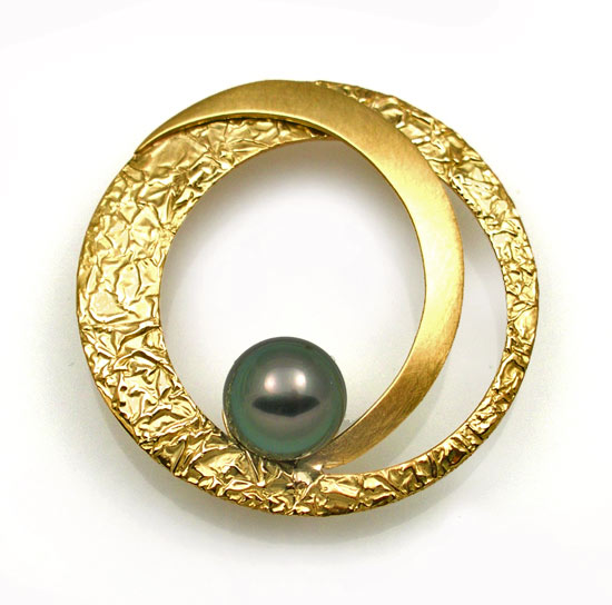 Large Circle Brooch with Pearl
