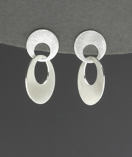 Small Interlocking Circle Earrings