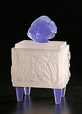 Damselfish Box by Georgia Pozycinski and Joseph Pozycinski (Art Glass Sculpture)