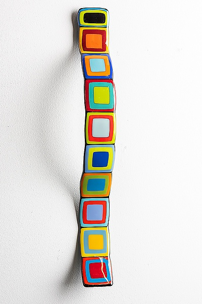 Carnival Story Pole Wall Wave With Colored Centers