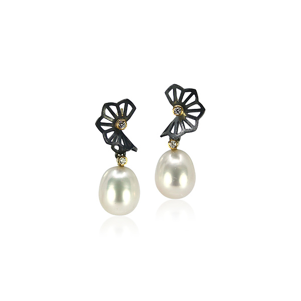Hyacinth Wing Pearl Drop Earrings