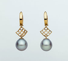 Mesh Diamond 14K Hoop Earring with Gray Freshwater Pearl by Marie Scarpa (Gold & Stone Earrings)