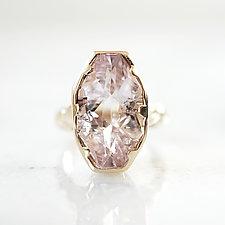 Kunzite Solitaire Ring by Ana Cavalheiro (Gold & Stone Ring)