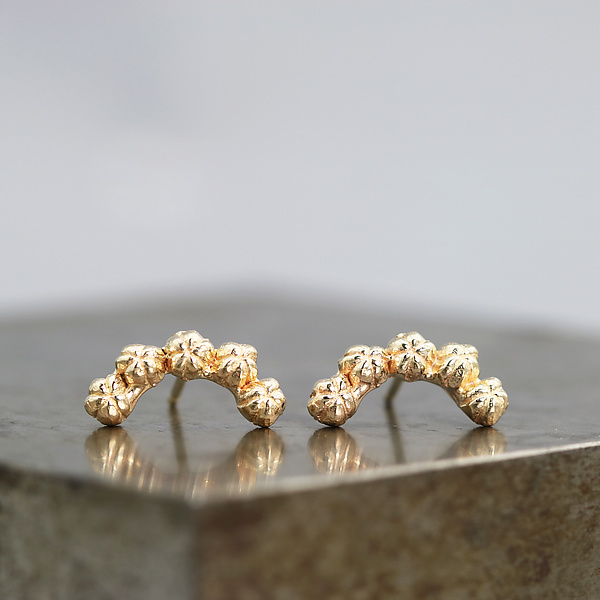Little Bud Curve Earrings in 14k Yellow Gold