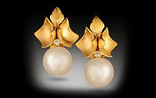 Amapola by Rosario Garcia (Gold & Pearl Earrings)