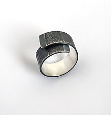 Tidal Ring by Jane Pellicciotto (Silver Ring)