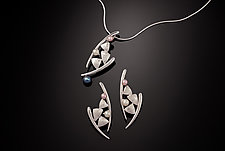 Dancing Kite Necklace & Earrings by Chi Cheng Lee (Silver & Pearl Jewelry)