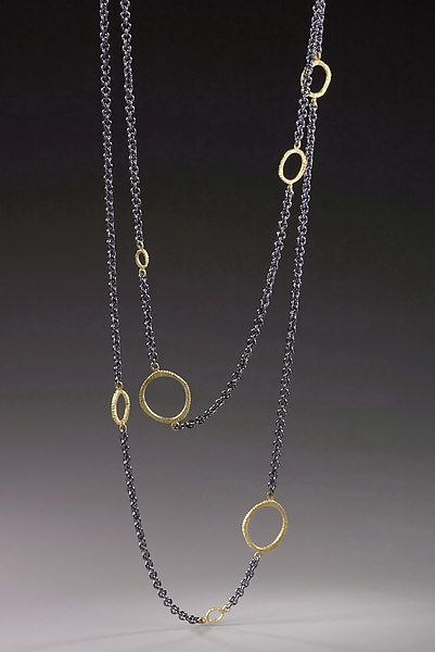 Floating Dig Circle Necklace