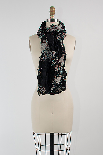 Velvet Flower Petal Print & Pleats Scarf in Black II