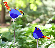 Momma & Baby Garden Birds by Terry Gomien (Art Glass Sculpture)