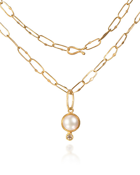Pearl and Diamond Pendant Necklace in Gold