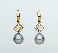 Mesh Diamond 14K Hoop Earring with Gray Freshwater Pearl by Marie Scarpa (Gold & Stone Earrings)