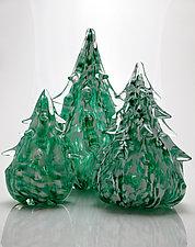 Snowy Evergreen Tree by Michael Richardson, Justin Tarducci and Tim Underwood (Art Glass Sculpture)