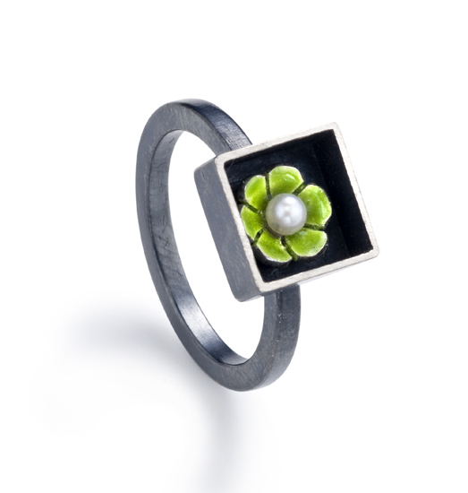 Black Box Square Ring