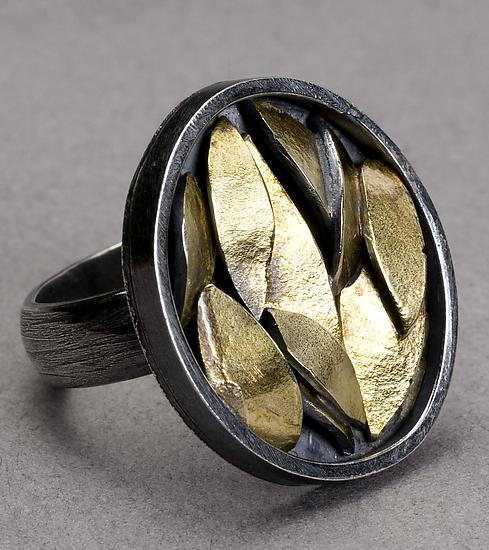 Golden Leaf Ring - Oval