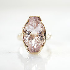 Kunzite Solitaire Ring by Ana Cavalheiro (Gold & Stone Ring)