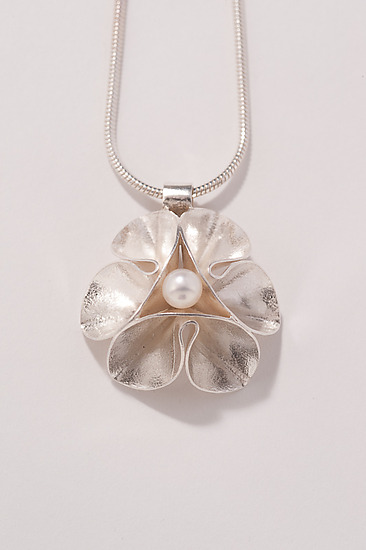 Folded Leaf Pearl Necklace