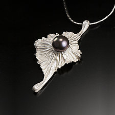 De'Solanum by Aleksandra Vali (Silver & Pearl Necklace)