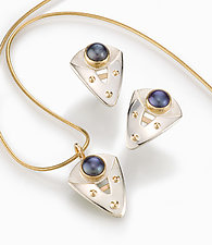 Blue Pearl Earrings by Linda Smith (Silver, Gold & Pearl Earrings)