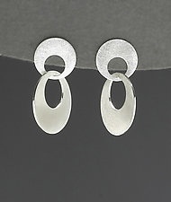 Small Interlocking Circle Earrings by Heather Guidero (Silver Earrings)