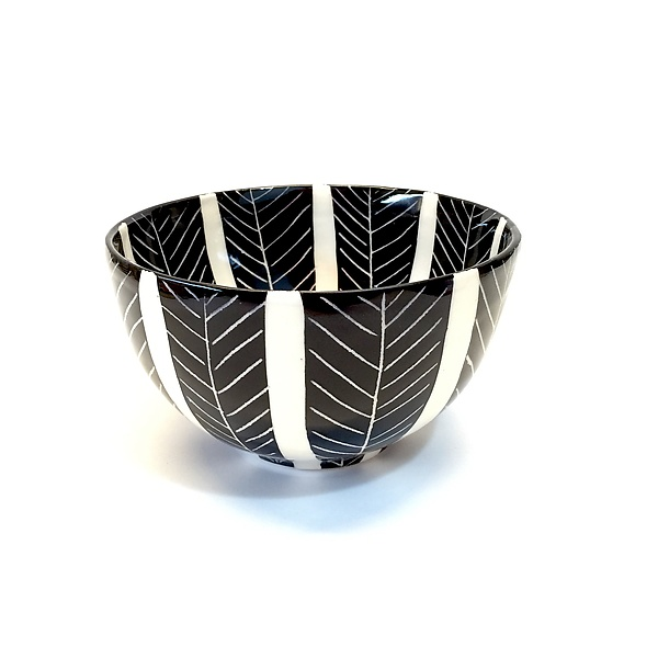 Sgraffito Round Bowl Black and White