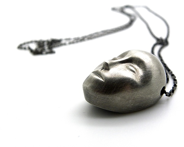 Grand Gray Lady Necklace