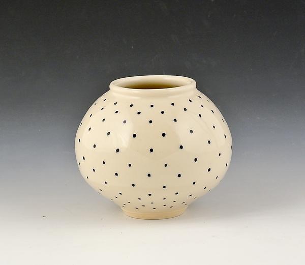 small round vase 1 by marilee schumann