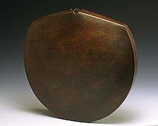 Selatan by Ronald Artman (Ceramic Sculpture)