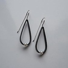 Sterling Silver Teardrop Earrings with Freshwater Pearls by Elisa Bongfeldt (Silver & Pearl Earrings)
