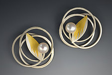 Pearl Nest by Judith Neugebauer (Gold, Silver & Pearl Earrings)