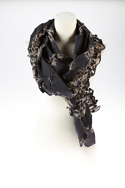 Flower Petal Print & Pleats Scarf in Black