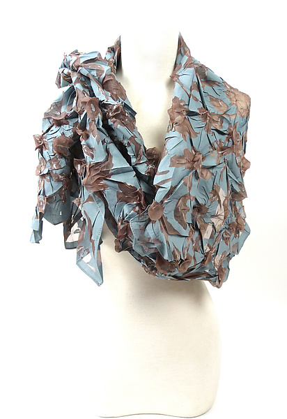 Large Flower Petal Print & Pleats Scarf in Gull Gray