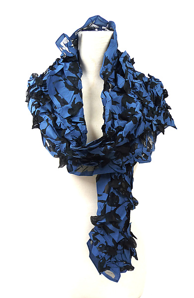 Large Flower Petal Print & Pleats Scarf in Blue & Black