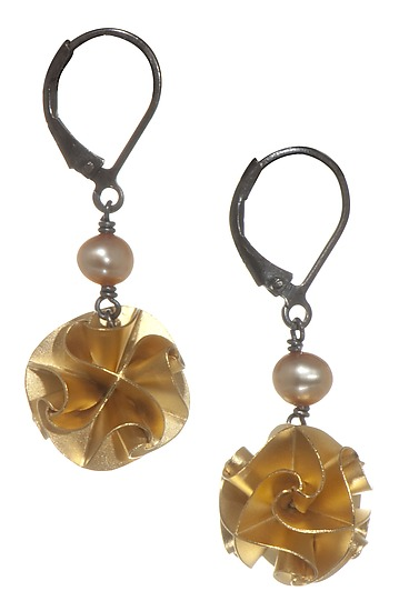 Solid Flora with Pearl Earrings in Gold (Small)