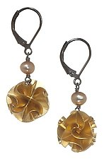 Solid Flora with Pearl Earrings by Chihiro Makio (Gold & Pearl Earrings)
