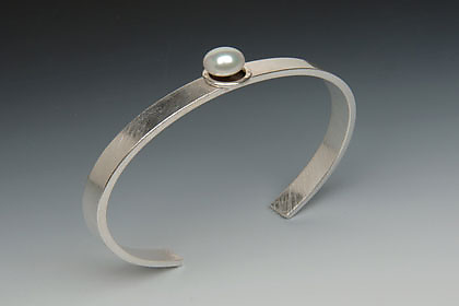 Single Pearl Cuff