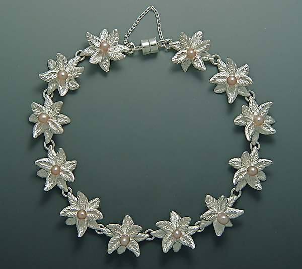 Double Pointed Bloom with Pearls Bracelet