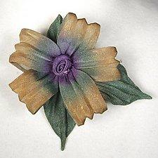 5 Petal Daisy by Sarah Cavender (Metal Brooch)