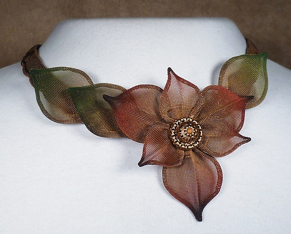 6-Petal Flower Necklace with Leaves