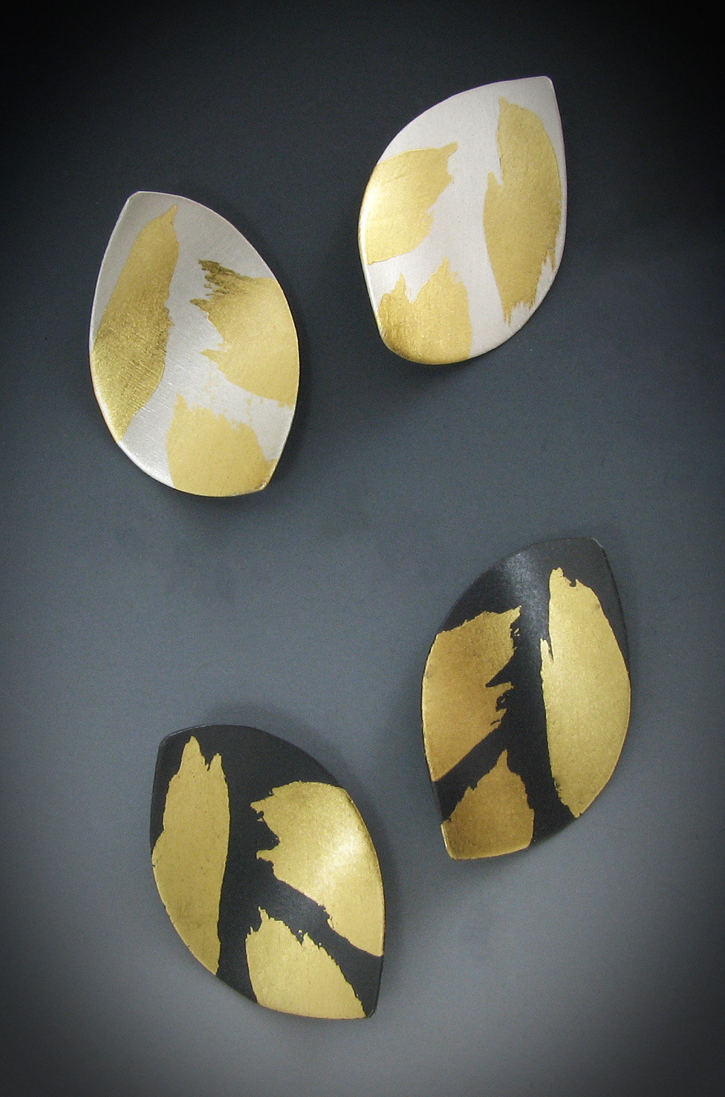 Leaf by Judith Neugebauer (Gold & Silver Earrings)