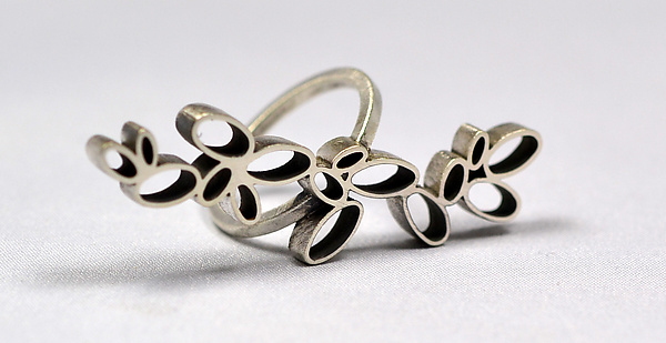 Ovals Rings