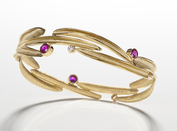 18kt Bangle with Sapphires and Diamonds
