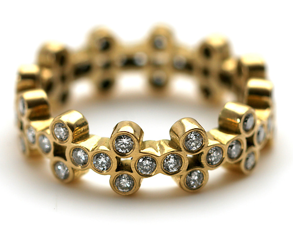 Clover Band with Diamonds