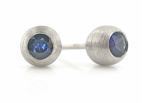 Duality Stud: Platinum and Blue Sapphire