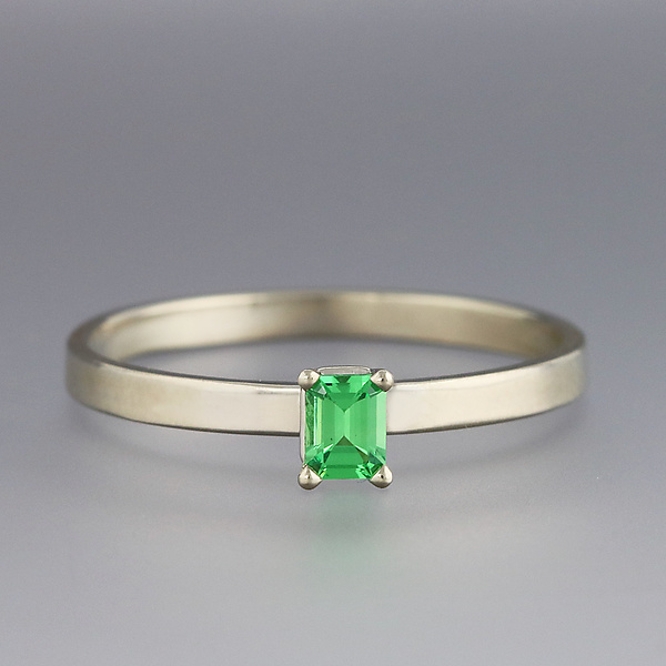 White Gold and Green Garnet Ring