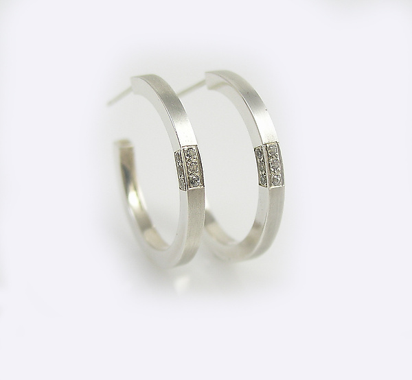 Modern Hoop Earings with White Sapphire