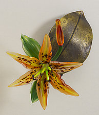 Wall-Mounted Daylily on Leaf by Loy Allen (Art Glass Wall Sculpture)