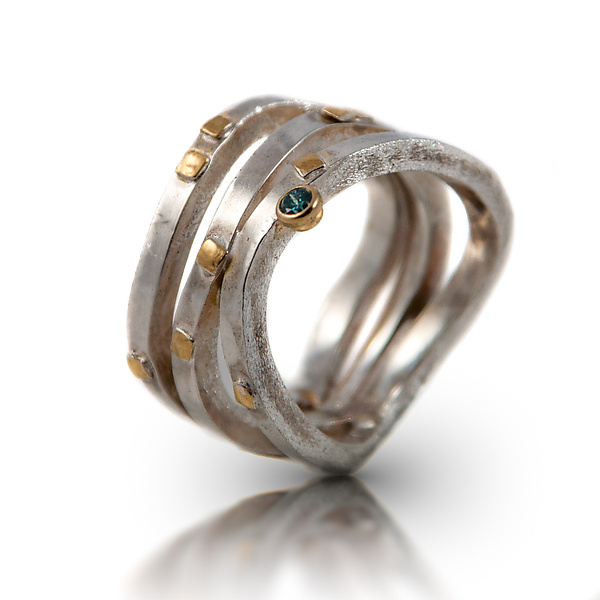 Wave Ring with Diamond